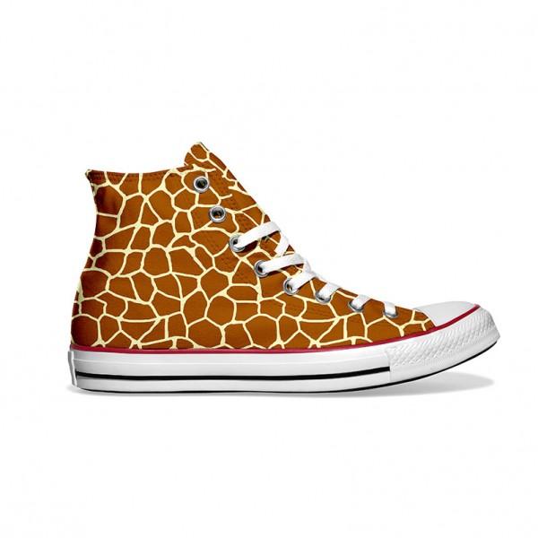 Converse-Chucks-bedruckt-mit-giraffe-rechts-außen
