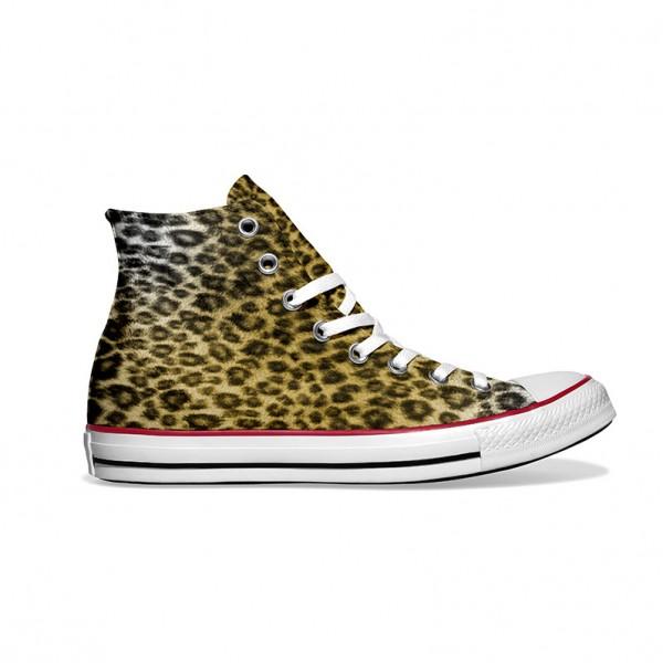 Converse-Chucks-bedruckt-mit-leopard-rechts-außen